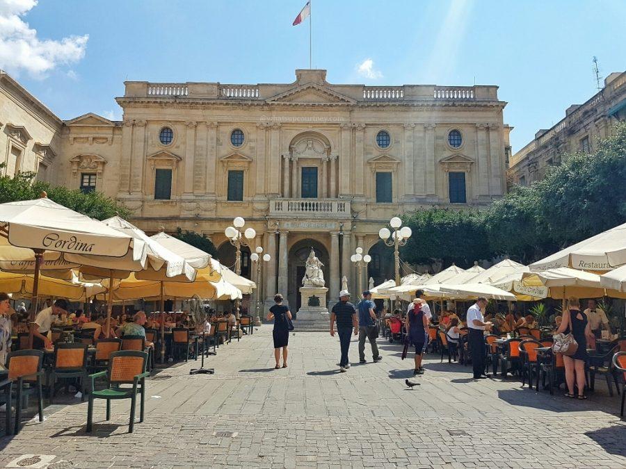 Malta Valletta Cordina Cafe