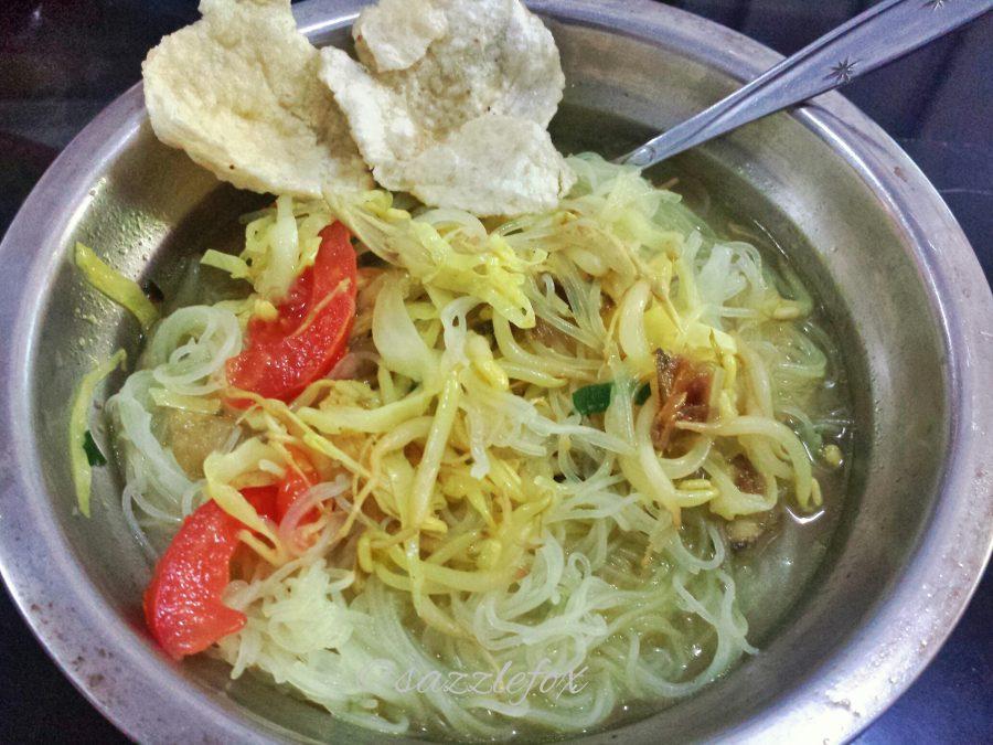 Indonesian Street Food Soto Ayam -> www.whatsupcourtney.com