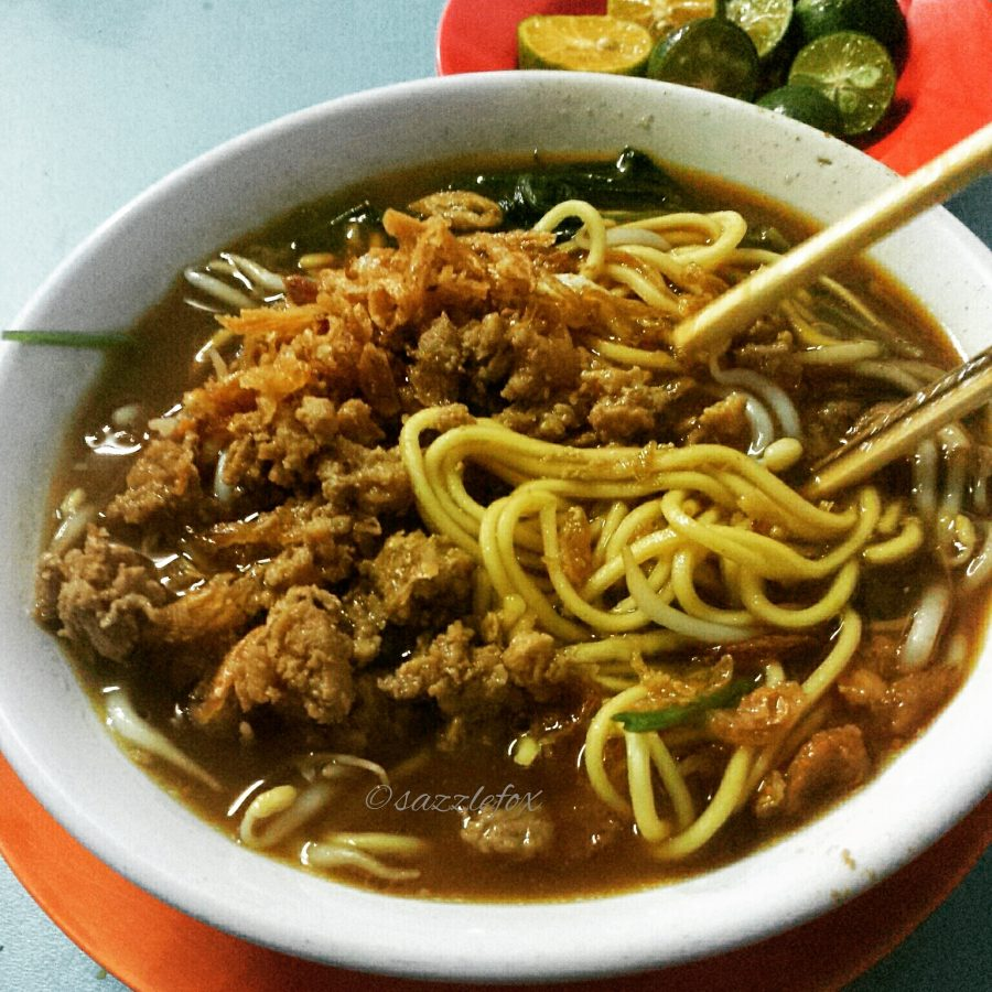 Indonesian Street Food Chicken Noodle -> www.whatsupcourtney.com