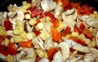 Chicken vegetable Oyster sauce recipe www.whatsupcourtney.com