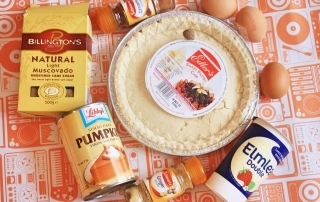 Simple Pumpkin Pie Recipe ->www.whatsupcourtney.com