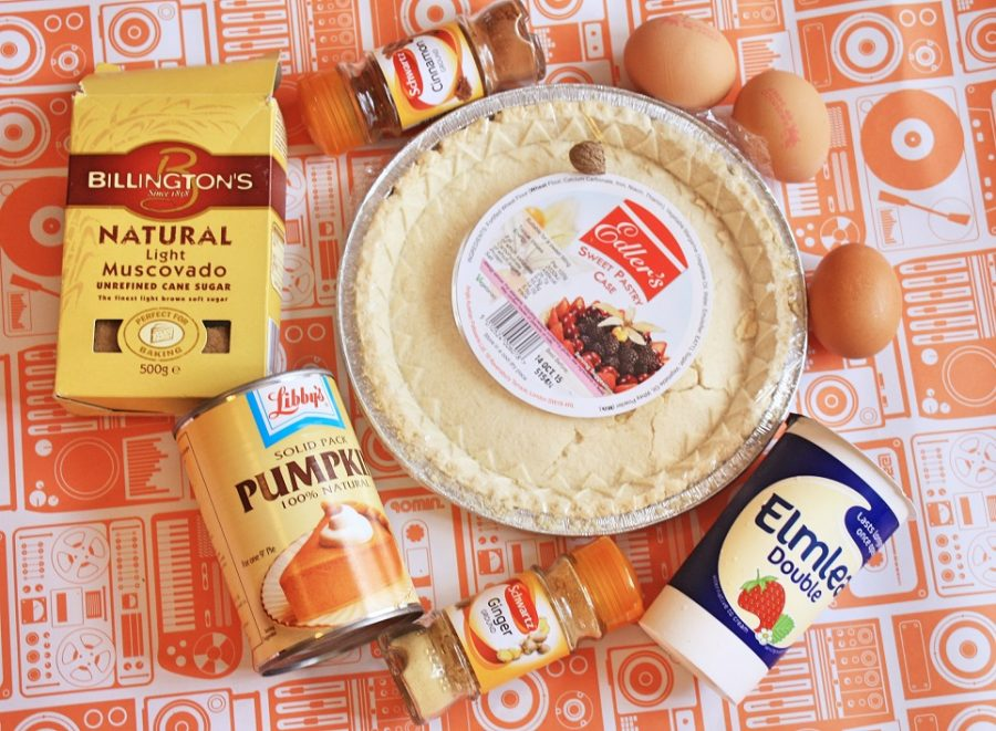 Simple Pumpkin Pie Recipe ->www.whatsupcourtney.com