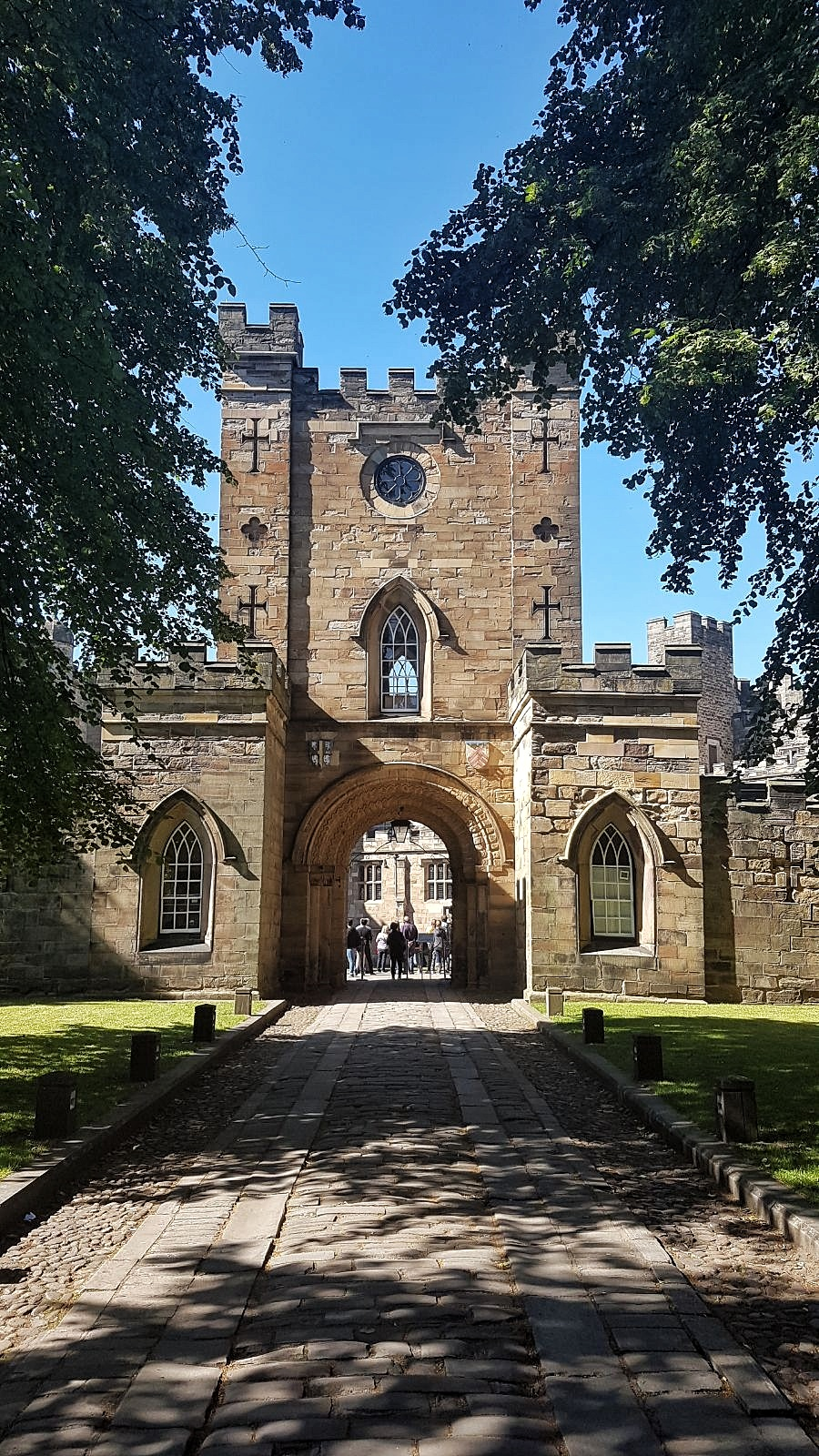 Durham Castle Gate - Your virtual guide to exploring the city of Durham UK . Come have a look! >>www.whatsupcourtney.com