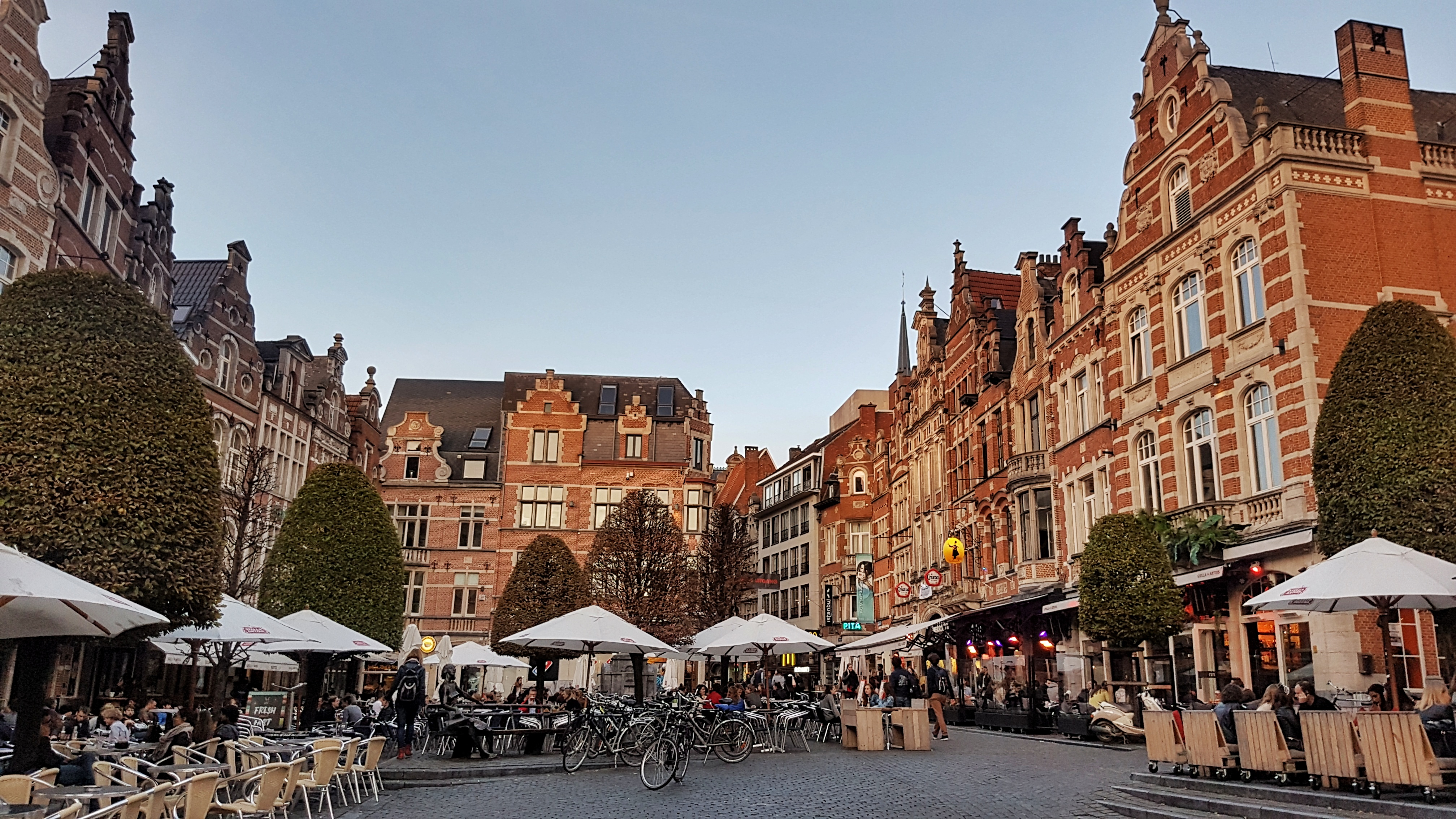 Europe Longest bar Leuven called the Oude Markt, read more about what you can do in Leuven in 48 hours at www.whatsupcourtney.com #Leuven #travel #travelguide