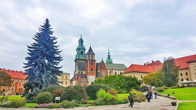 Palace in Krakow in Poland, read more about the 12 alluring destinations for vegan travel www.whatsupcourtney.com #vegan #krakow #poland