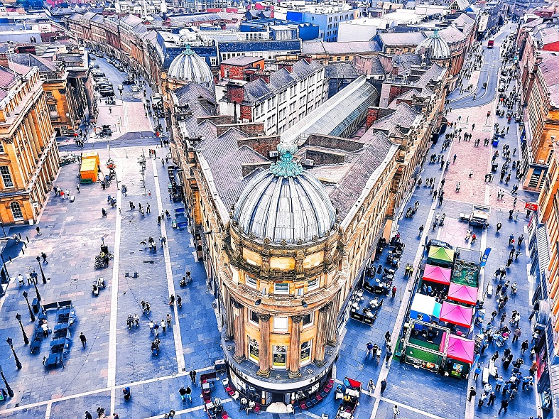 Birdseye view of grey street in Newcastle upon tyne, read more about the 12 alluring destinations for vegan travel www.whatsupcourtney.com #vegan #newcastle #travel