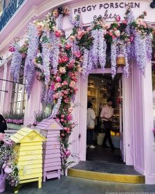 The beautifully decorated entrance to Belgravia London Peggy Porschen Cakes -> www.whatsupcourtney.com #london #peggyporschen