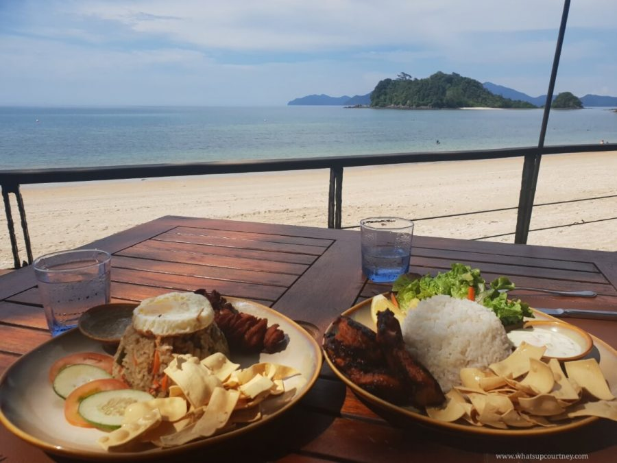 Lunch by the sea at Tepian Laut restaurant serving Malaysian food | heywhatsupcourtney